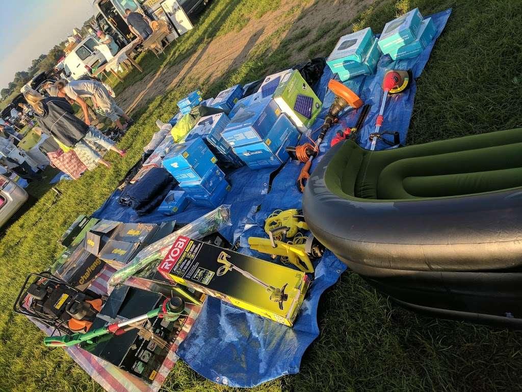 Collier Row Boot fair site - park  | Photo 8 of 10 | Address: Whalebone Ln N, Romford RM6 5RD, UK | Phone: 07952 043584