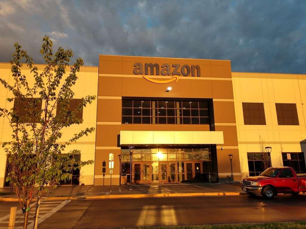 Amazon Fulfillment Center - BWI4 - storage  | Photo 1 of 4 | Address: 165 Business Blvd, Clear Brook, VA 22624, USA | Phone: (540) 678-3000