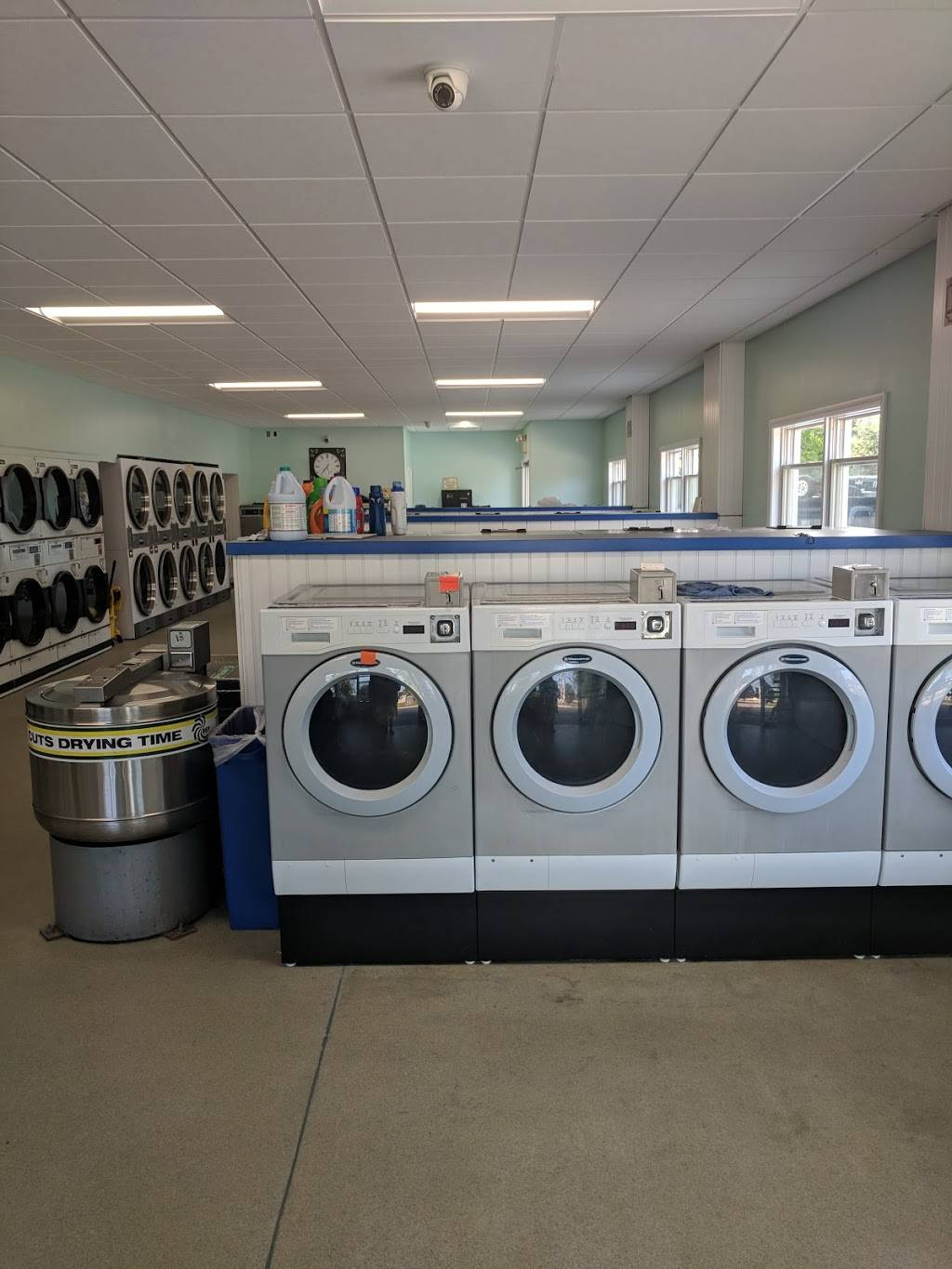 Laundromat - laundry  | Photo 2 of 4 | Address: 845 Lafayette Rd, Seabrook, NH 03874, USA