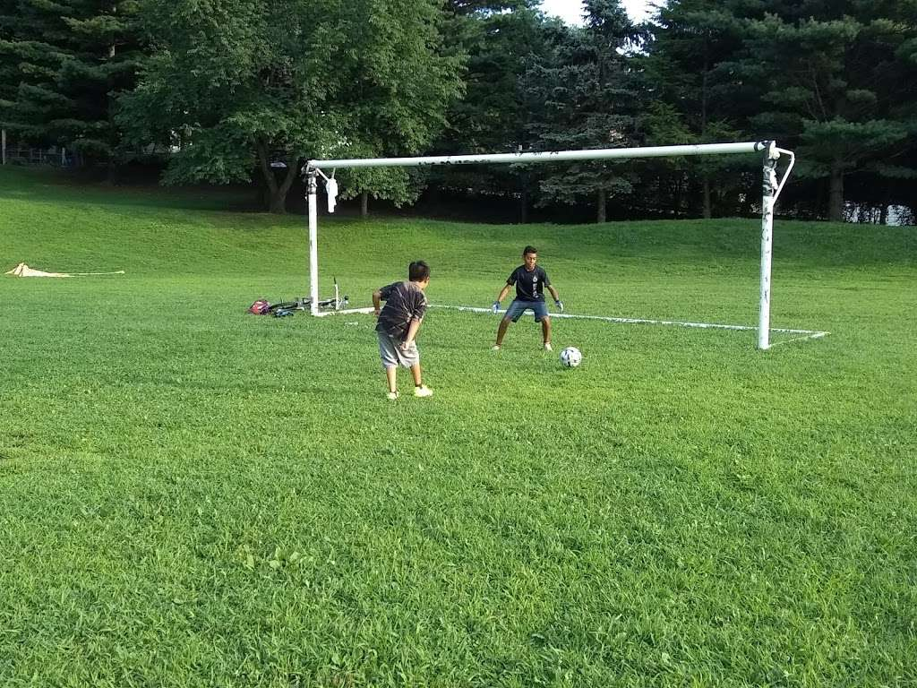 Tibbetts Brook Park - park  | Photo 6 of 10 | Address: 355 Midland Ave, Yonkers, NY 10704, USA | Phone: (914) 231-2865