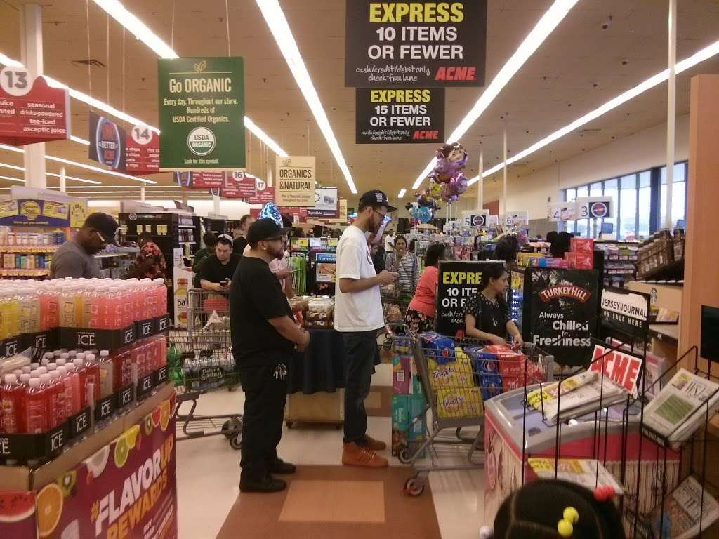 ACME Markets - store  | Photo 4 of 10 | Address: 321 NJ-440, Jersey City, NJ 07305, USA | Phone: (201) 946-2525