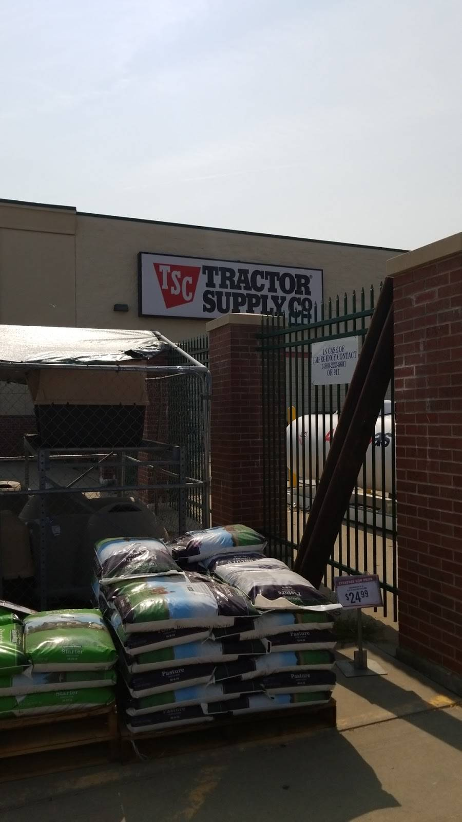 Tractor Supply Co. - hardware store    Photo 5 of 8   Address: 9000 Amber Hill Ct, Lincoln, NE 68526, USA   Phone: (402) 420-0011