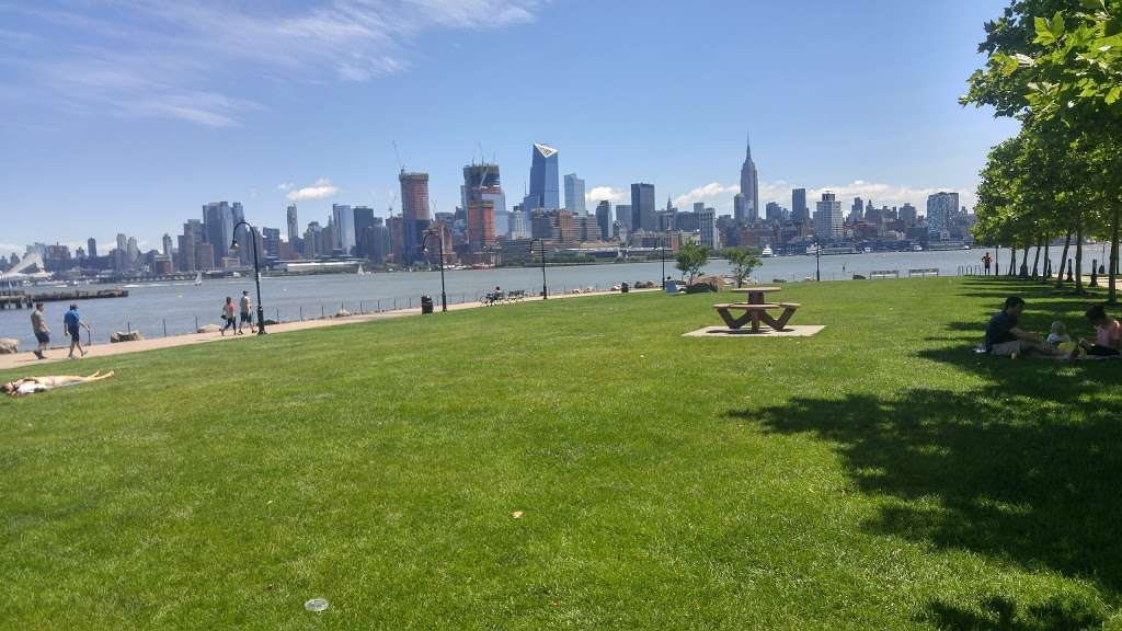 Maxwell Place Park - park  | Photo 9 of 10 | Address: 11TH Sinatra Dr N, Hoboken, NJ 07030, USA | Phone: (201) 420-2012