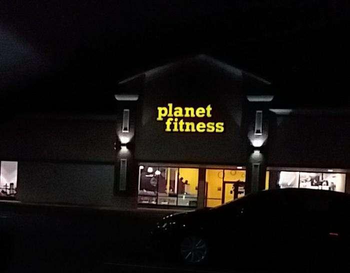 Planet Fitness 28 Shippensburg Shopping Ctr Shippensburg Pa 17257 Usa