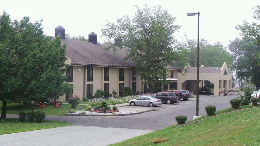 Navy Lodge - lodging    Photo 9 of 10   Address: 408 N Path Rd, Staten Island, NY 10305, USA   Phone: (718) 442-0413