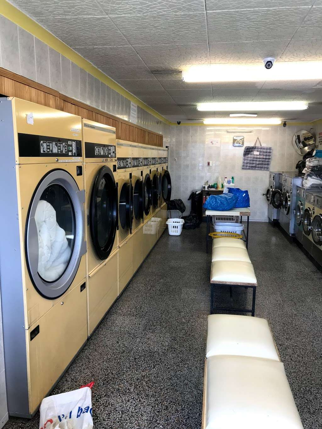 Bubble Brothers Laundrette & Dry Cleaners - laundry  | Photo 8 of 10 | Address: 15 High St, Chipping Ongar, Ongar CM5 9DS, UK | Phone: 01277 364090