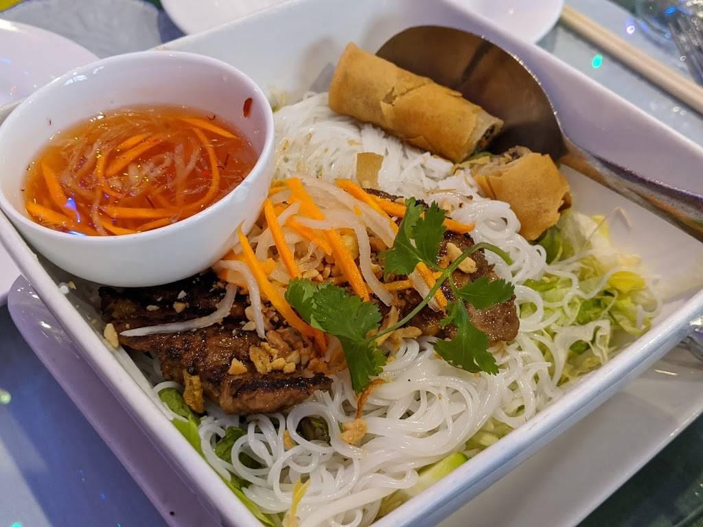 Lang Van Vietnamese Restaurant - restaurant  | Photo 6 of 10 | Address: 3019 Shamrock Dr, Charlotte, NC 28215, USA | Phone: (704) 531-9525