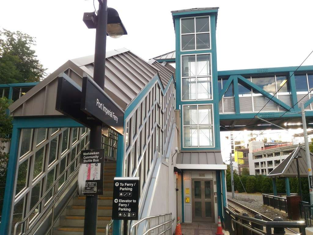 Port Imperial HBLR Station - transit station  | Photo 3 of 10 | Address: Weehawken, NJ 07086, USA