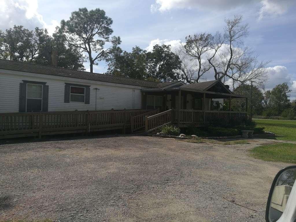 Barina RV & Boat Storage - storage    Photo 6 of 9   Address: 4235 County Rd 288, Angleton, TX 77515, USA   Phone: (979) 299-3772