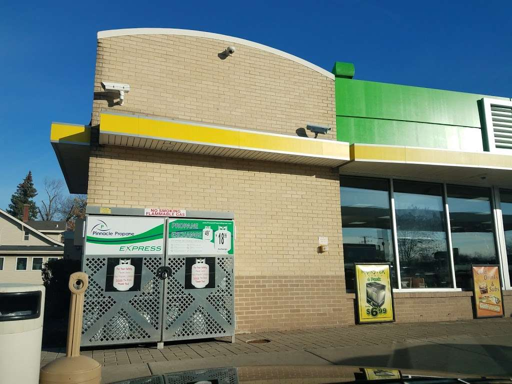 BP - gas station    Photo 3 of 10   Address: 1998 Willow Rd, Northbrook, IL 60062, USA   Phone: (847) 562-0378