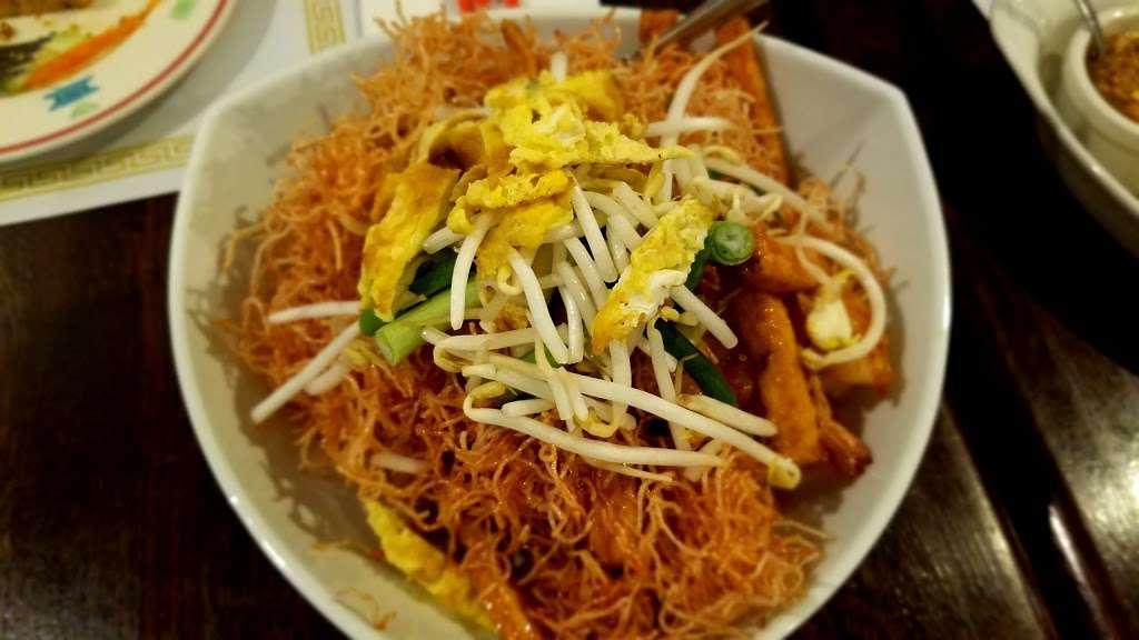 Yum Thai - restaurant  | Photo 6 of 10 | Address: 7748 Madison St, Forest Park, IL 60130, USA | Phone: (708) 366-8888
