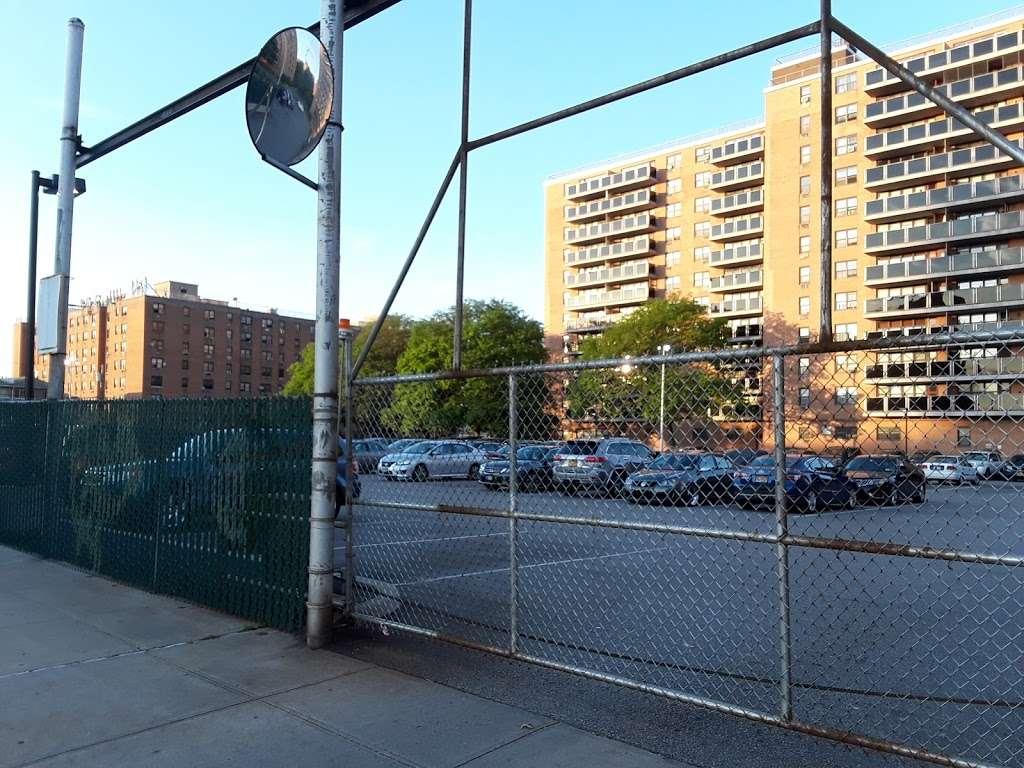 Pugsley Av/Seward Av - bus station    Photo 5 of 9   Address: Bronx, NY 10473, USA