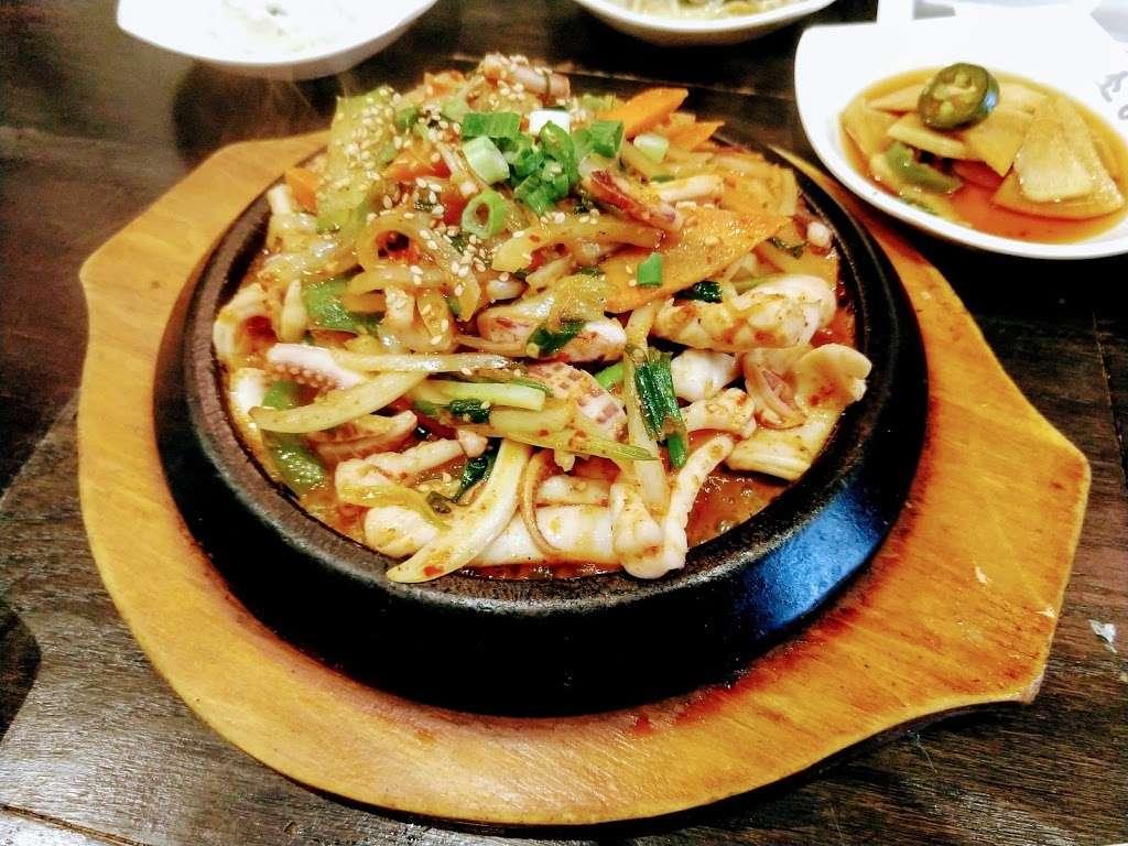 SGD Tofu House - restaurant  | Photo 6 of 10 | Address: 149-06 41st Ave, Flushing, NY 11355, USA | Phone: (718) 321-0220