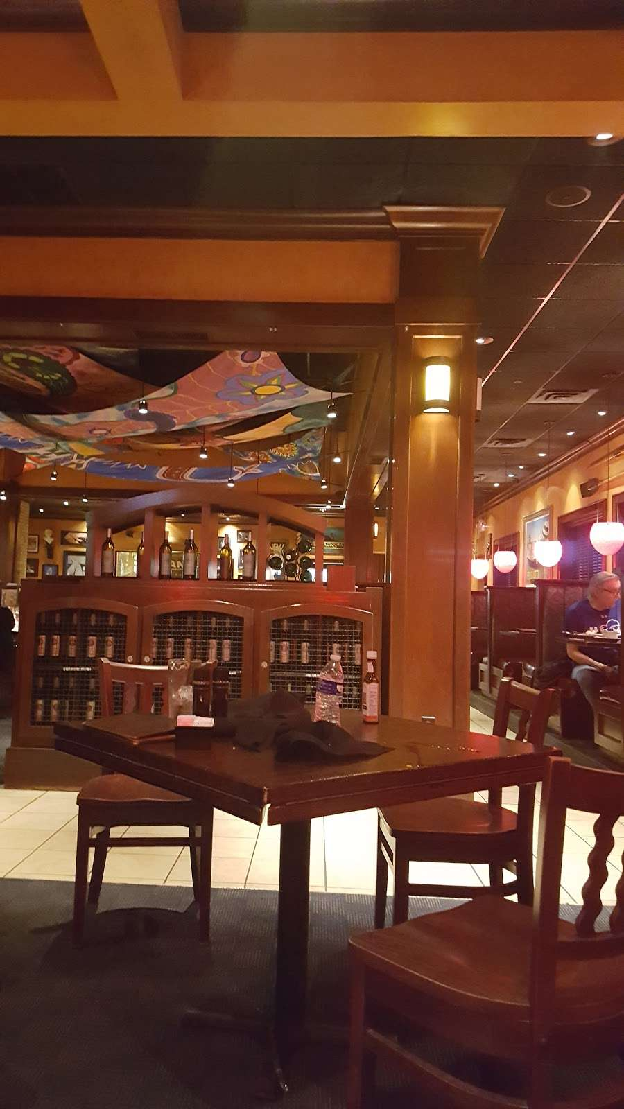 Houlihans - restaurant  | Photo 9 of 10 | Address: 151 Lefante Way, Bayonne, NJ 07002, USA | Phone: (201) 858-0400