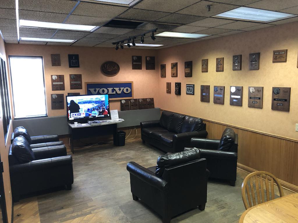 Kriete Truck Center - Milwaukee - car repair  | Photo 2 of 10 | Address: 4444 W Blue Mound Ct, Milwaukee, WI 53208, USA | Phone: (414) 258-8484