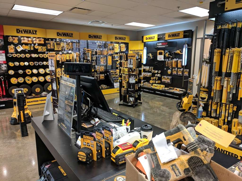 DEWALT Service Center - store  | Photo 1 of 9 | Address: 901 S Rohlwing Rd A, Addison, IL 60101, USA | Phone: (630) 521-1097