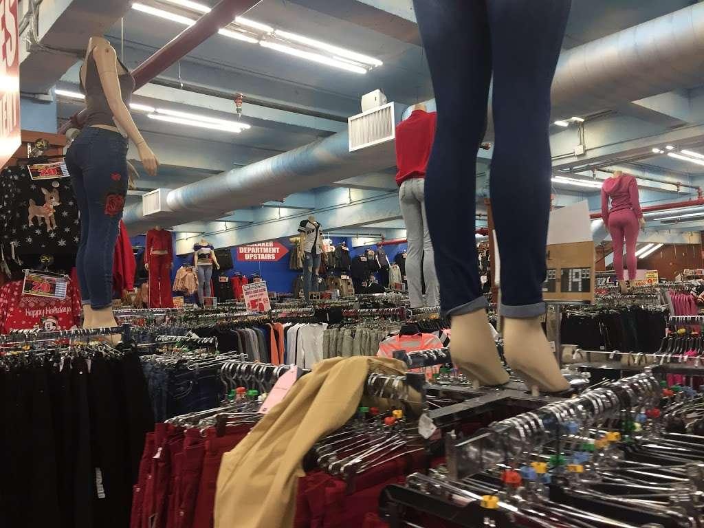 V.I.M. - clothing store  | Photo 4 of 10 | Address: 2265 E Tremont Ave, The Bronx, NY 10462, USA | Phone: (347) 281-8747
