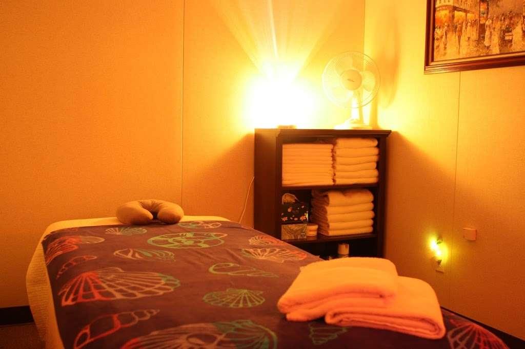 Apple Spa | Massage Spa Larksville PA, Asian Massage Spa Larksvi - spa  | Photo 1 of 1 | Address: 606 E Main St, Larksville, PA 18651, USA | Phone: (570) 719-9090