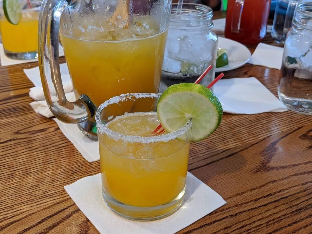Noches De Colombia - restaurant  | Photo 9 of 10 | Address: 7700 Tonnelle Ave., North Bergen, NJ 07047, USA | Phone: (201) 868-8110