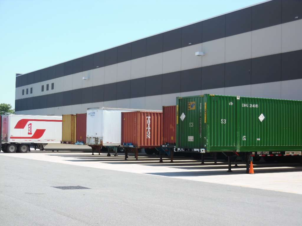 De Well Container Shipping - storage  | Photo 3 of 10 | Address: 100 Industrial Dr, Jersey City, NJ 07305, USA | Phone: (718) 528-1813