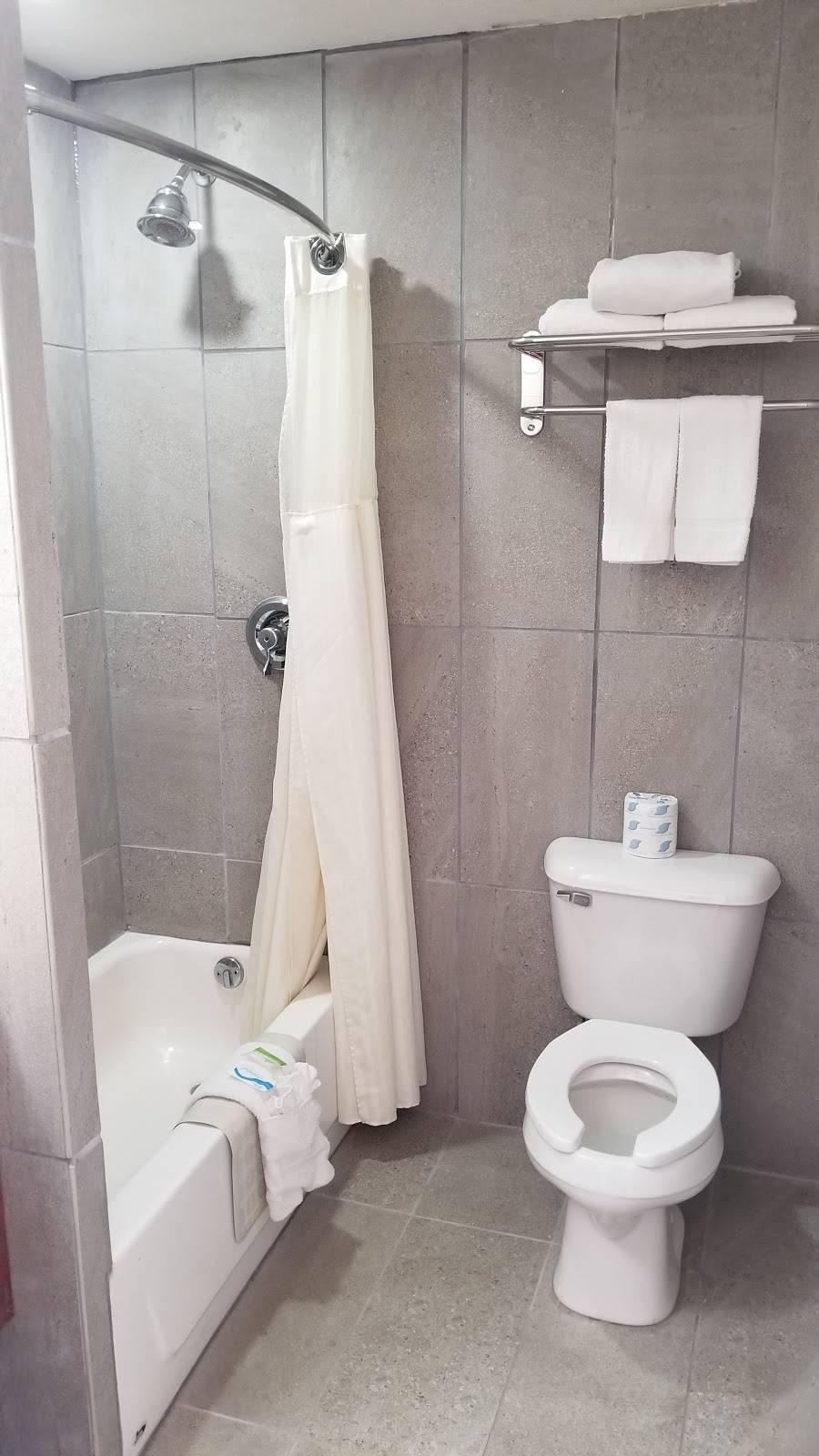 Travel Inn Omaha - lodging  | Photo 3 of 8 | Address: 10708 M St, Omaha, NE 68127, USA | Phone: (402) 597-4116