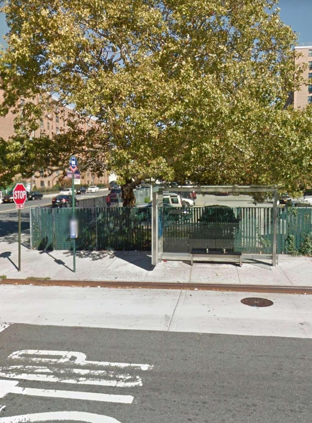 Pugsley Av/Seward Av - bus station    Photo 2 of 9   Address: Bronx, NY 10473, USA