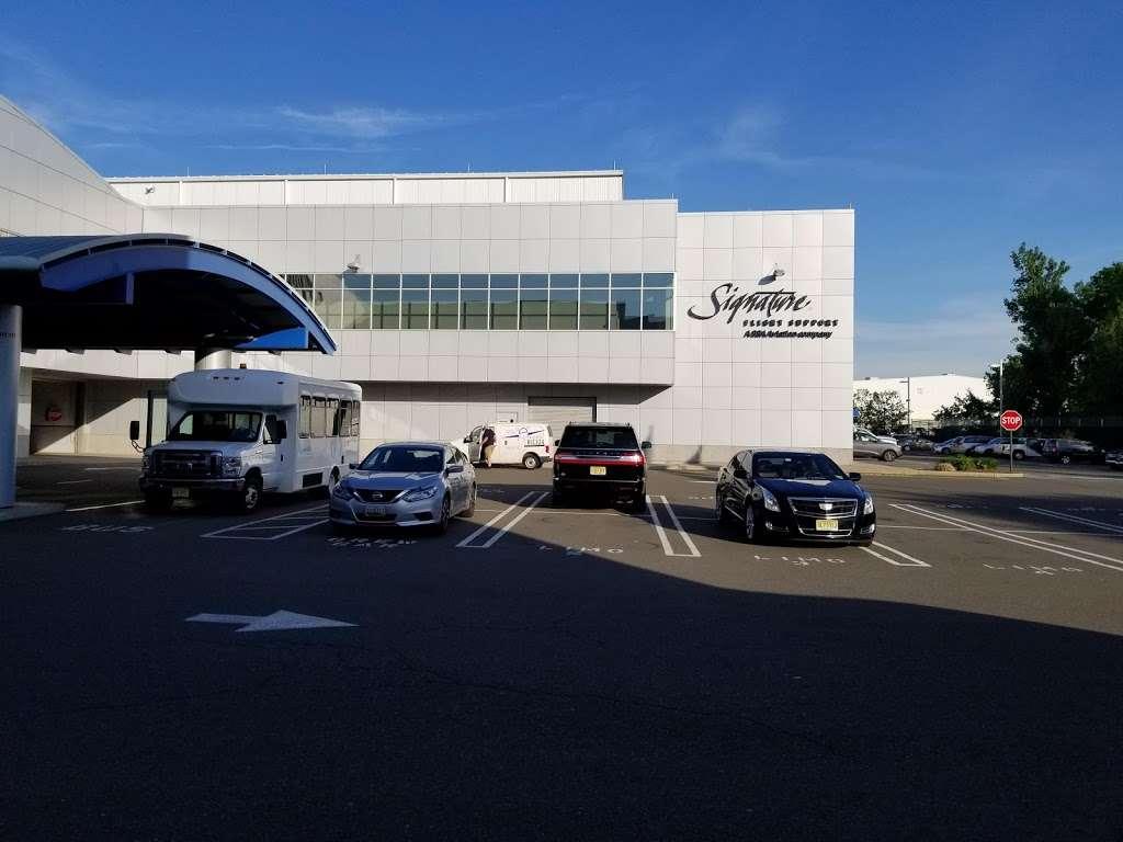 Signature Flight Support TEB South - Teterboro Airport - airport  | Photo 7 of 10 | Address: 101 Charles A. Lindbergh Dr., Teterboro, NJ 07608, USA | Phone: (201) 288-3555