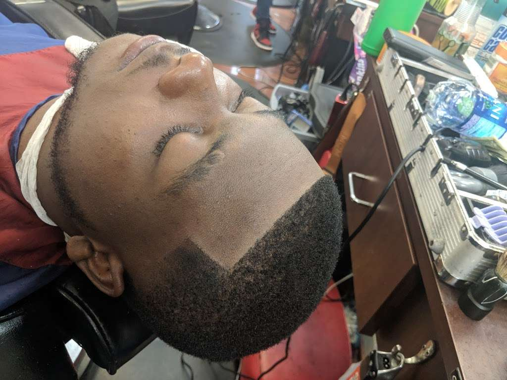 """Dominican Barbershop """"BROTHERHOOD"""" 1 - hair care    Photo 4 of 10   Address: 6416 Frederick Rd, Catonsville, MD 21228, United States   Phone: (443) 636-5063"""