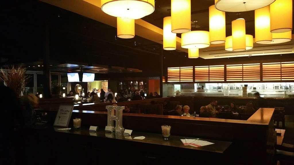 Houlihans - restaurant  | Photo 2 of 10 | Address: Garland Houlihan's, 660 Town Center Blvd, Garland, TX 75040, USA | Phone: (972) 530-7804
