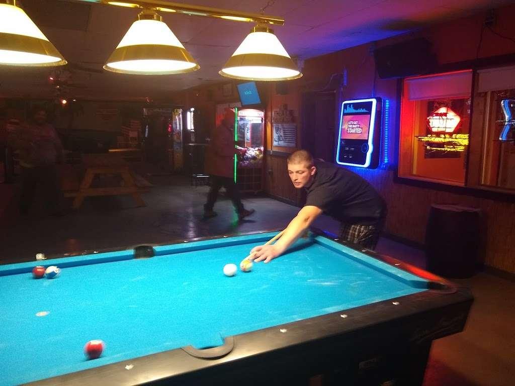 Last Resort - restaurant  | Photo 3 of 10 | Address: 4163 E 2603rd Rd, Sheridan, IL 60551, USA | Phone: (815) 496-3861
