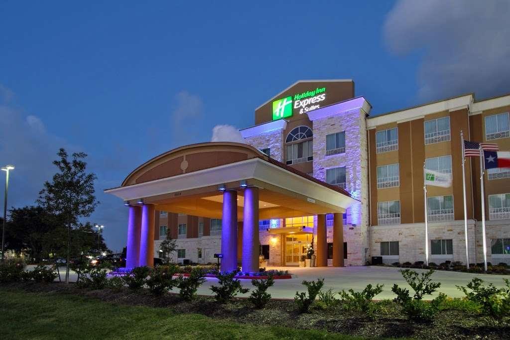 Holiday Inn Express & Suites Houston East - Baytown - lodging  | Photo 1 of 10 | Address: 7515 Garth Rd, Baytown, TX 77521, USA | Phone: (281) 421-9988