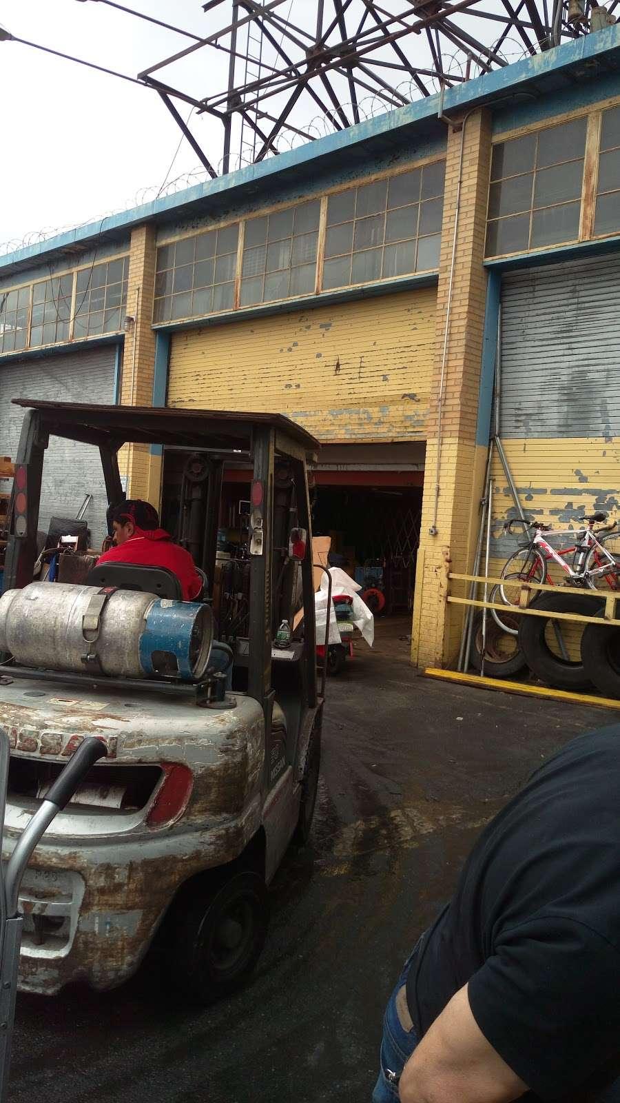 Wanrong Trading Truck Docks - storage  | Photo 4 of 10 | Address: 32-27-, 32-45 Hunters Point Ave, Long Island City, NY 11101, USA | Phone: (718) 361-8882