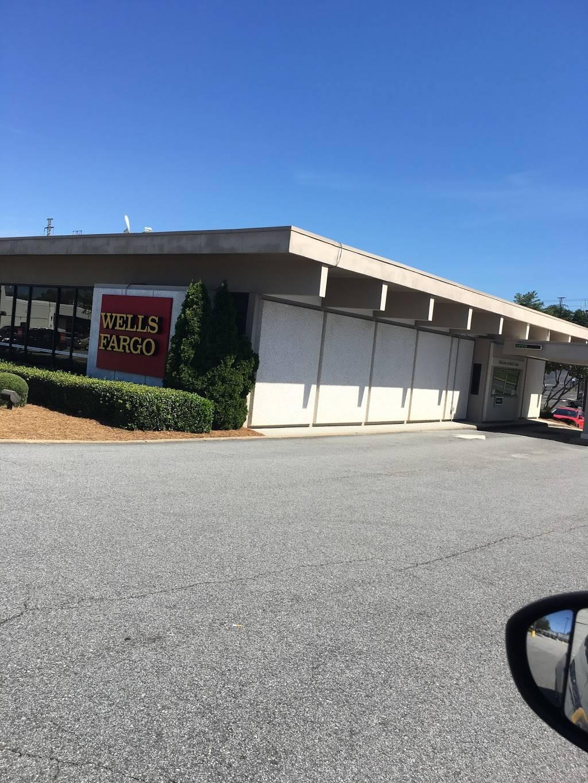 Wells Fargo Bank - bank  | Photo 1 of 4 | Address: 405 E Cornwallis Dr, Greensboro, NC 27405, USA | Phone: (336) 373-6344