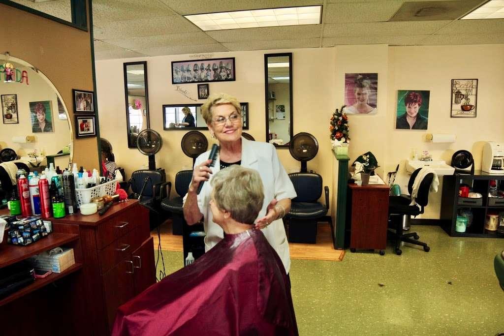Fort Hunt Hair Design - hair care    Photo 4 of 8   Address: 2406, 1900 Elkin St # 1, Alexandria, VA 22308, USA   Phone: (703) 780-1671