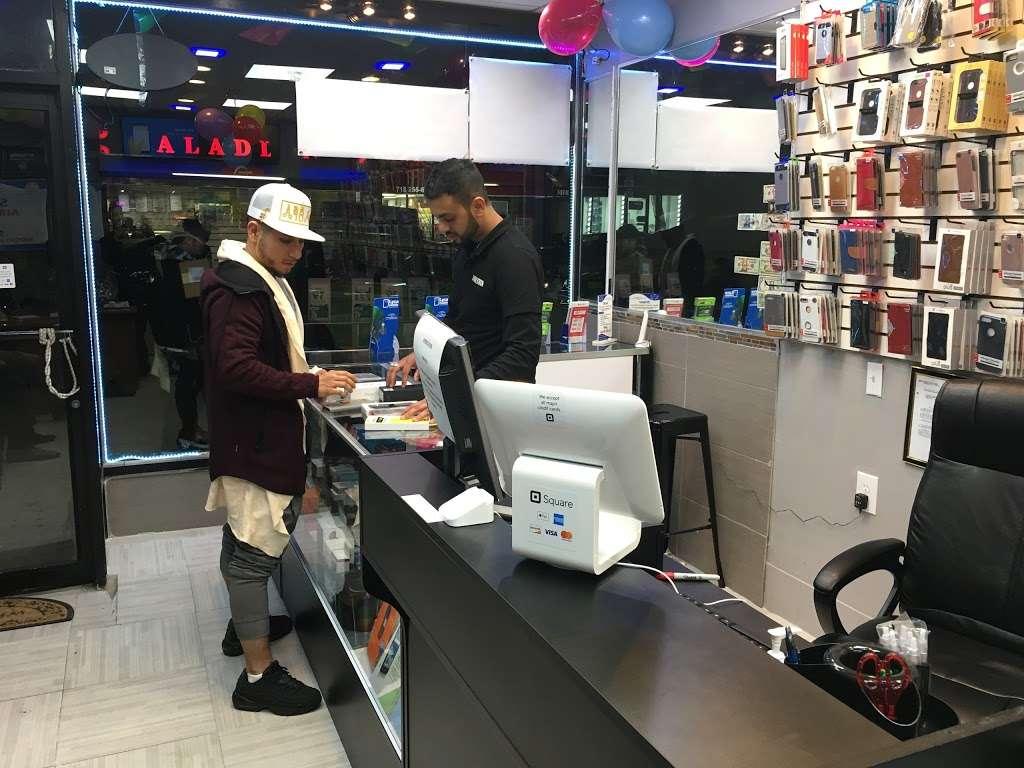 36 Mobile Station - store  | Photo 7 of 10 | Address: 2905 36th Ave, Long Island City, NY 11106, USA | Phone: (718) 361-0500