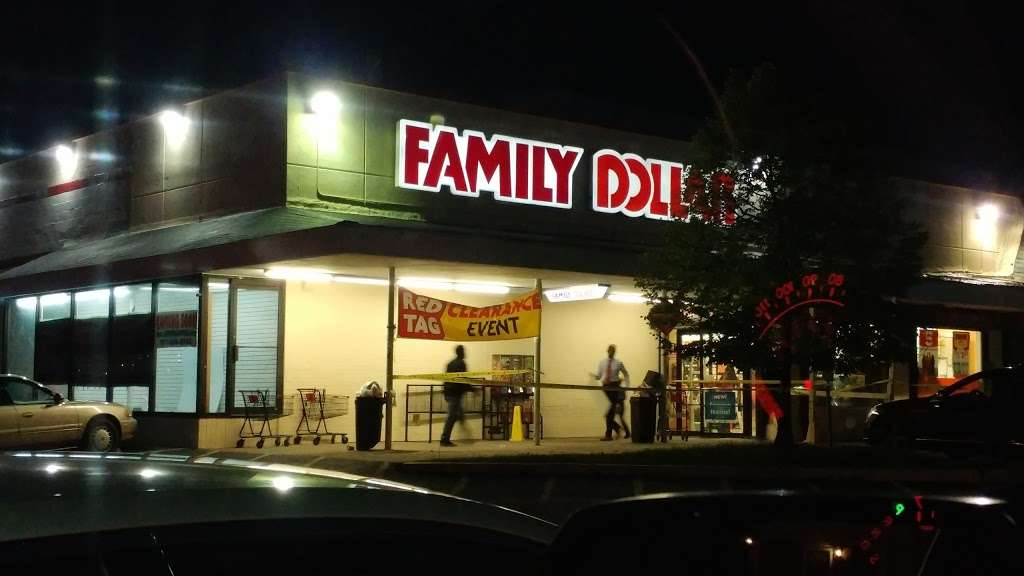 Family Dollar - supermarket  | Photo 3 of 10 | Address: 6611 Marlboro Pike, District Heights, MD 20747, USA | Phone: (301) 736-8300
