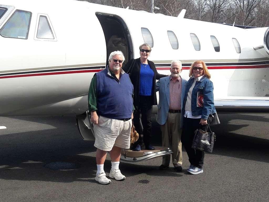 Signature Flight Support TEB South - Teterboro Airport - airport  | Photo 5 of 10 | Address: 101 Charles A. Lindbergh Dr., Teterboro, NJ 07608, USA | Phone: (201) 288-3555