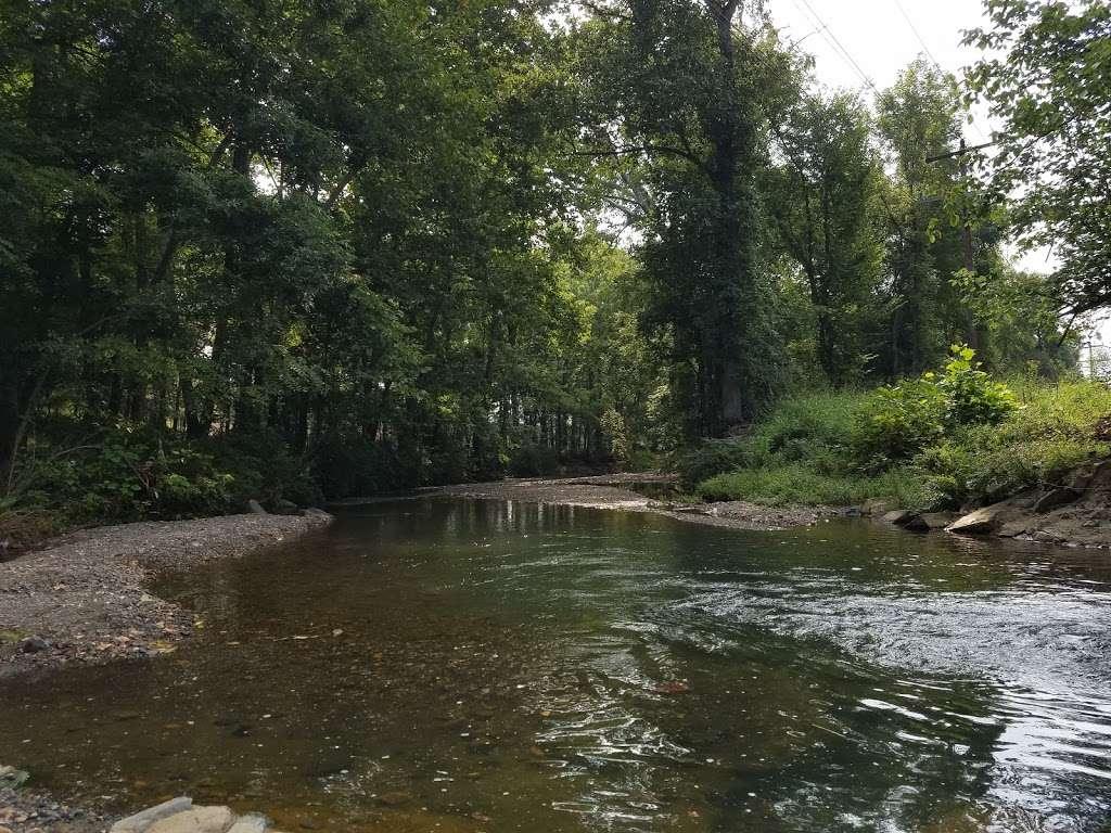 Tuscarora Creek Park - park  | Photo 3 of 10 | Address: 425 Solitude Ct SE, Leesburg, VA 20175, USA | Phone: (703) 777-1368