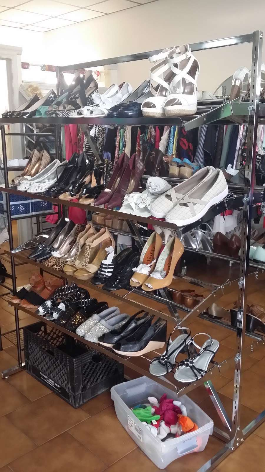 Glow Thrift Shop Store - clothing store  | Photo 3 of 10 | Address: 561 Palisade Ave, Jersey City, NJ 07307, USA | Phone: (646) 399-7397