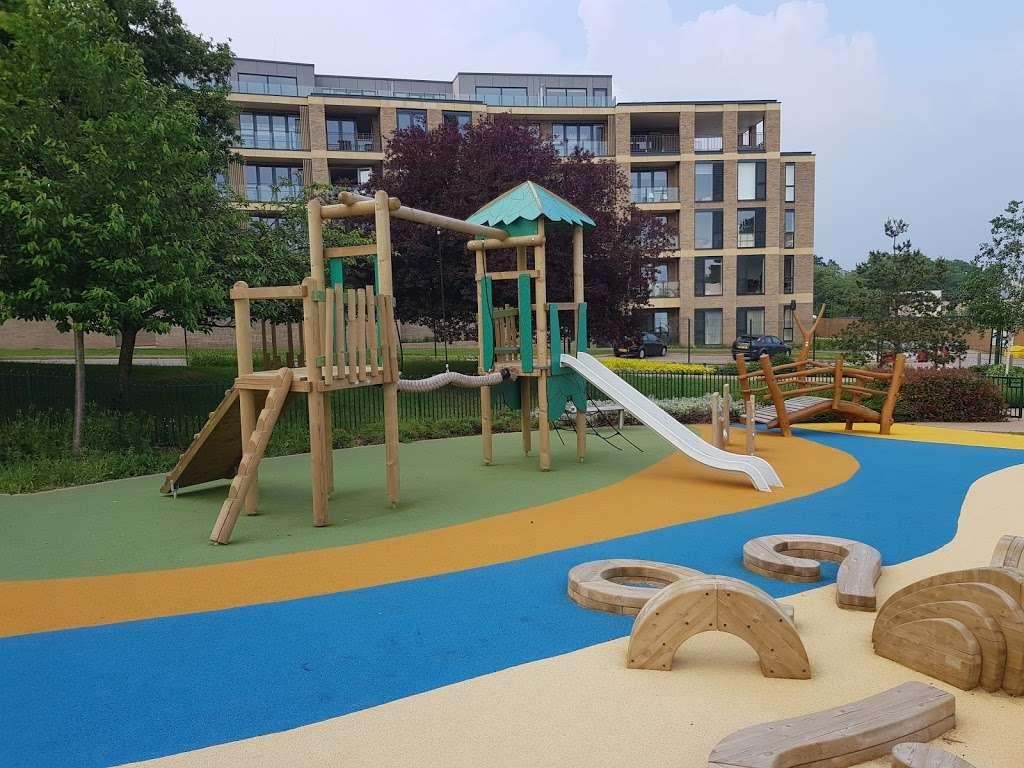 Panoramic Park - park  | Photo 1 of 10 | Address: Millbrook Park, London NW7 1RF, UK