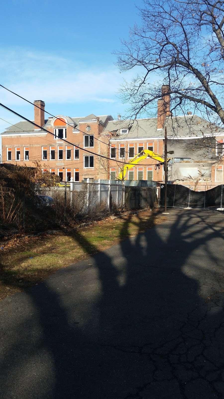 Columbian Playground - park  | Photo 6 of 7 | Address: 143 Springdale Ave, East Orange, NJ 07017, USA | Phone: (973) 414-4141