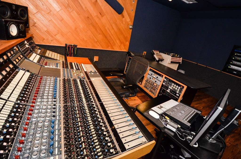 Studio City Sound - electronics store  | Photo 8 of 10 | Address: 4412 Whitsett Ave, Studio City, CA 91604, USA | Phone: (818) 505-9368