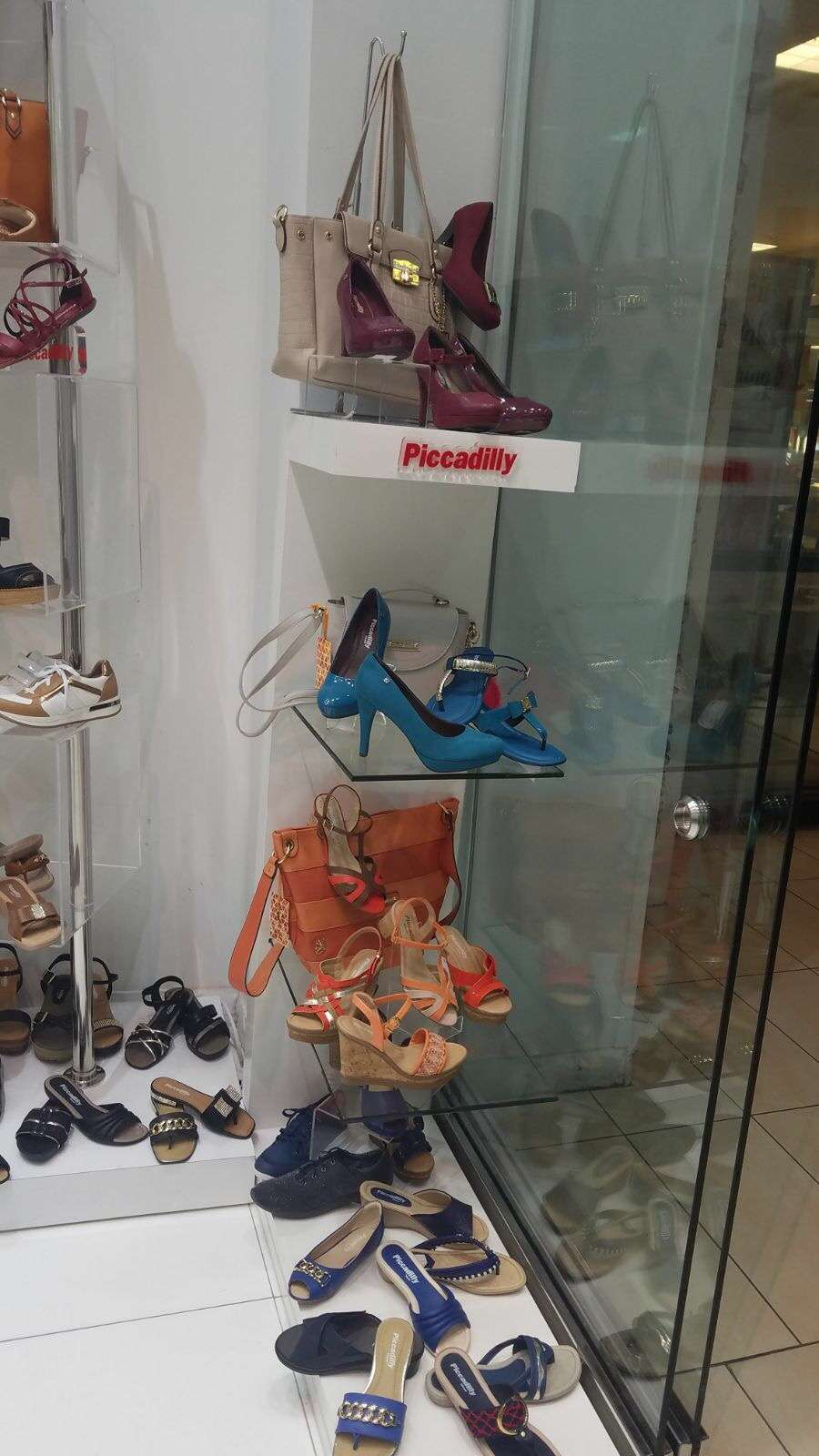 ISHOES STORE AT WESTLAND MALL, PICCADILLY AND BEIRA RIO SHOES - shoe store  | Photo 6 of 10 | Address: 1675 W 49th St, Hialeah, FL 33012, USA | Phone: (305) 819-2996