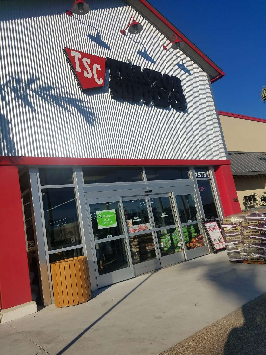 Tractor Supply Co. - hardware store  | Photo 5 of 10 | Address: 15731 Southern Blvd, Loxahatchee, FL 33470, USA | Phone: (561) 333-2223