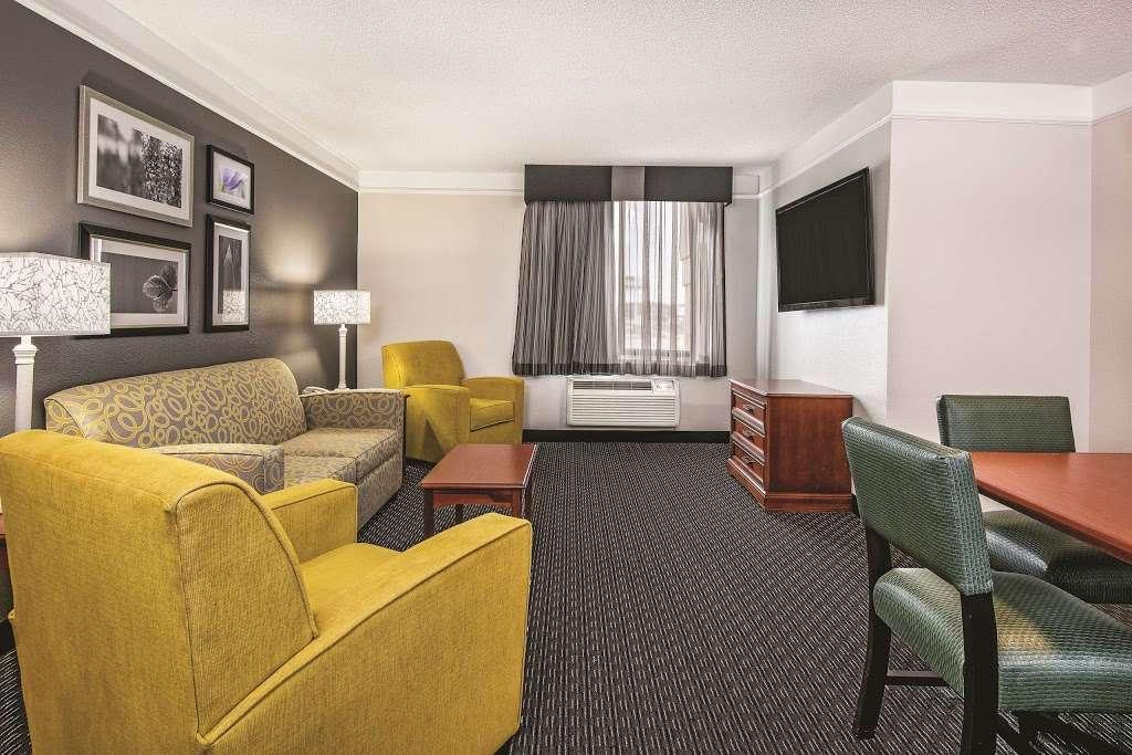La Quinta Inn & Suites Houston Baytown East - lodging    Photo 5 of 10   Address: 5215 I-10, Baytown, TX 77521, USA   Phone: (281) 421-5566
