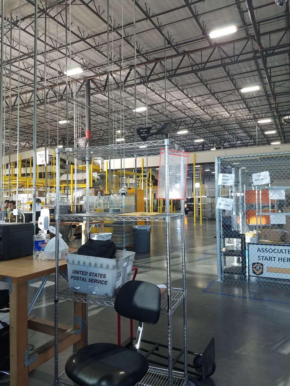 Amazon Flex Warehouse - storage  | Photo 3 of 10 | Address: 11720 N Gessner Rd bldg 5, Houston, TX 77064, USA | Phone: 786-817-9488