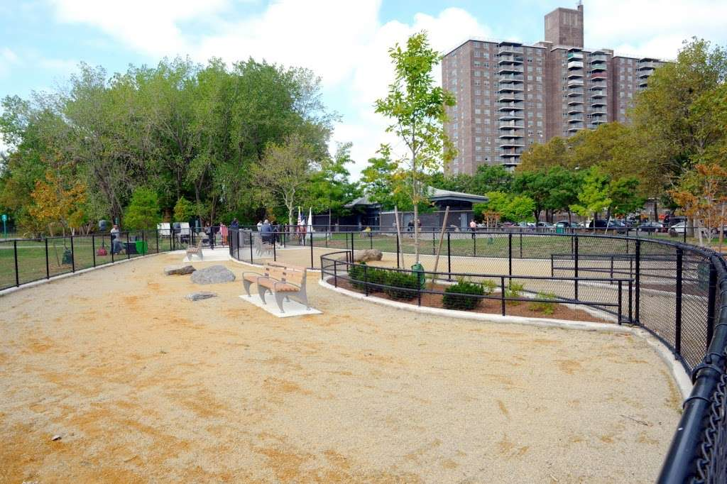 Soundview Park Dog Run - park  | Photo 4 of 9 | Address: Soundview Park Lafayette Ave &, Boynton Ave, Bronx, NY 10473, USA | Phone: (212) 639-9675