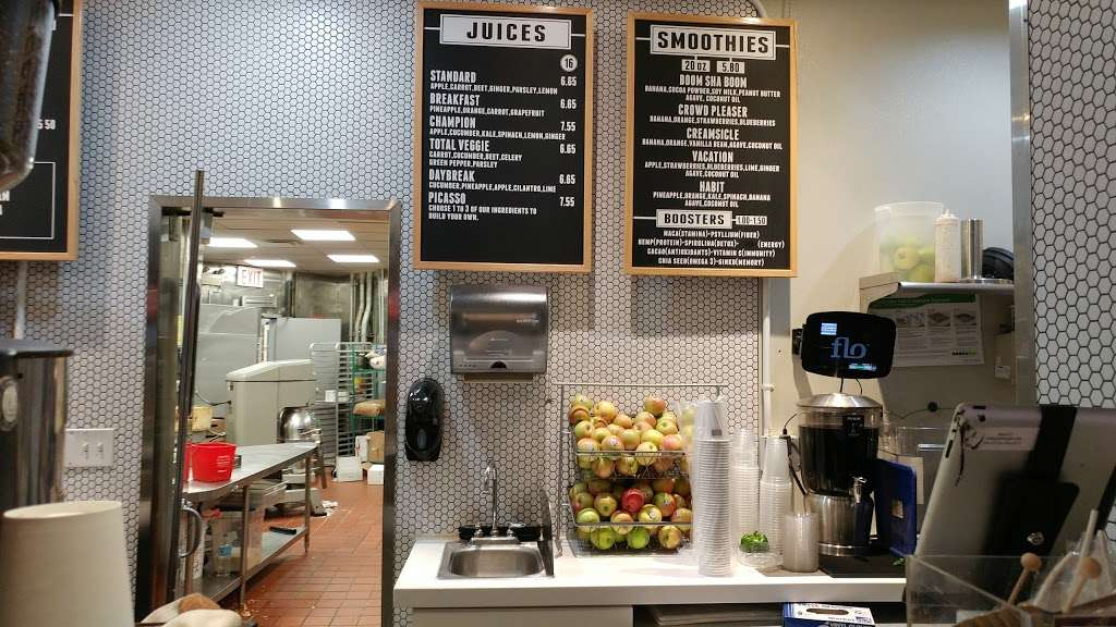 World Bean Coffee - cafe  | Photo 5 of 6 | Address: Terminal D, Arrivals Level, LaGuardia Airport (LGA), Flushing, NY 11371, USA | Phone: (718) 533-3400