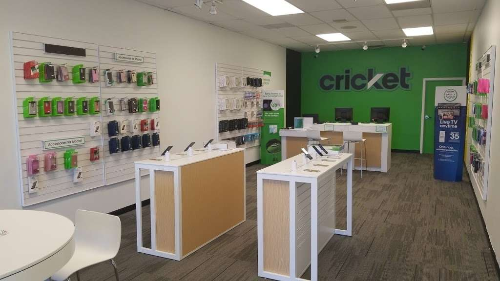 Cricket Wireless Authorized Retailer - store  | Photo 1 of 9 | Address: 8403 Michigan Rd ste d, Indianapolis, IN 46268, USA | Phone: (317) 493-5860