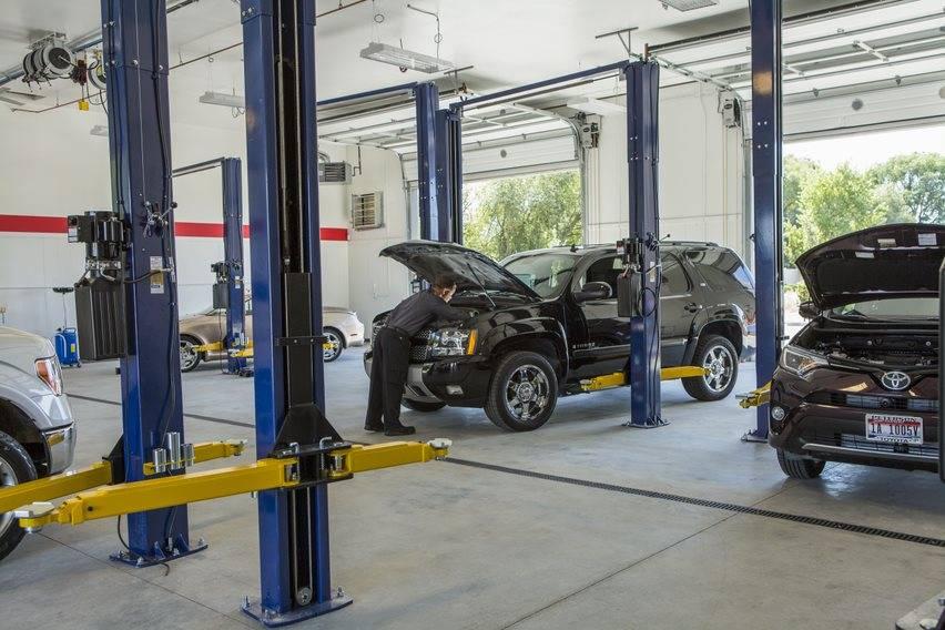 Dowdys Automotive - car repair  | Photo 4 of 10 | Address: 1645 W Grove St, Boise, ID 83702, USA | Phone: (208) 344-3800